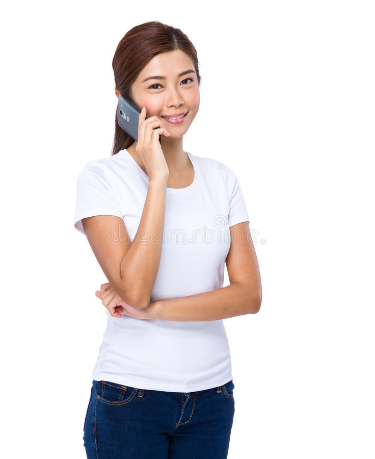 Азиатская беседа женщины к мобильному телефону стоковая фотография