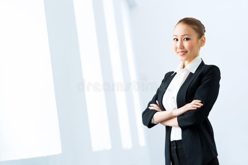Азиатская бизнес-леди стоковая фотография