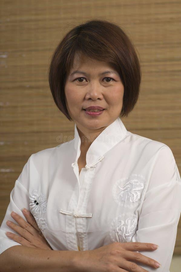 азиатская возмужалая женщина портрета стоковая фотография