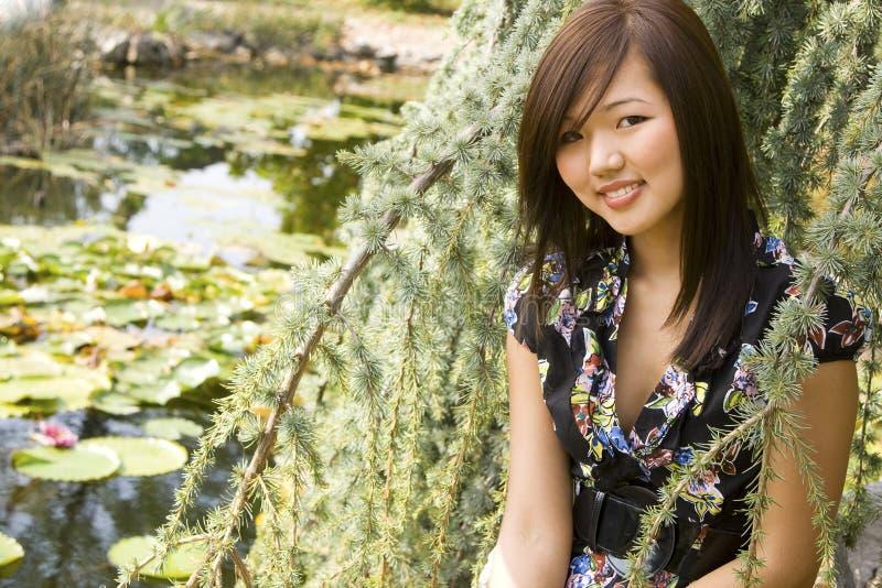 азиатская девушка брюнет стоковое изображение rf
