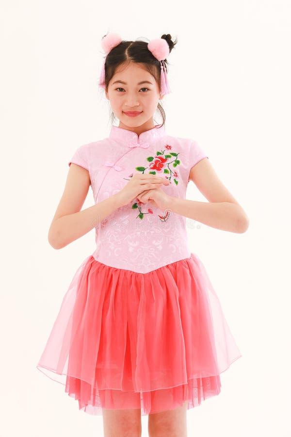 Азиатская девушка на белой предпосылке стоковое фото