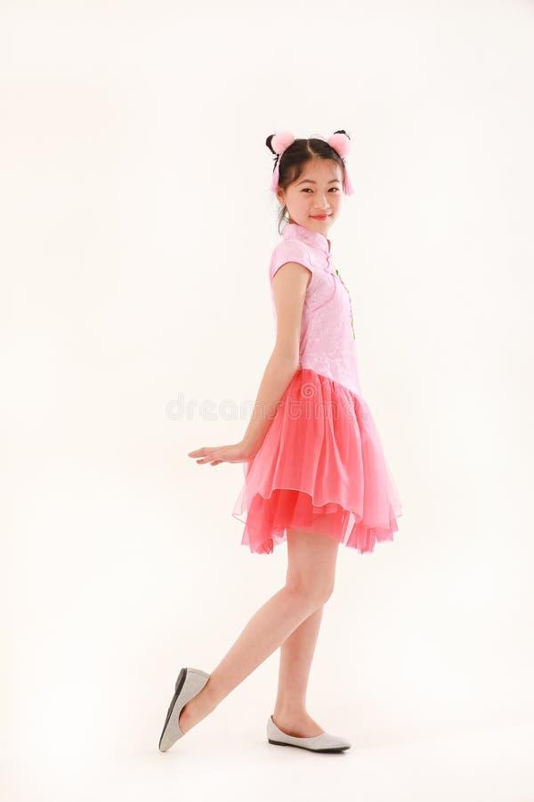 Азиатская девушка на белой предпосылке стоковые изображения rf