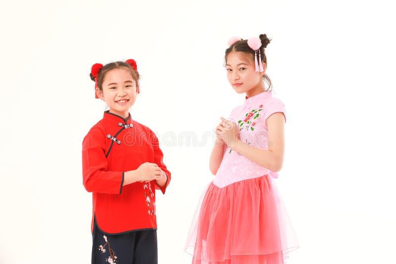 Азиатская девушка на белой предпосылке стоковое изображение rf
