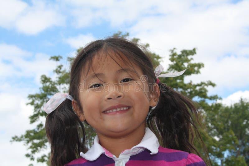 азиатская девушка счастливая немногая стоковое изображение rf