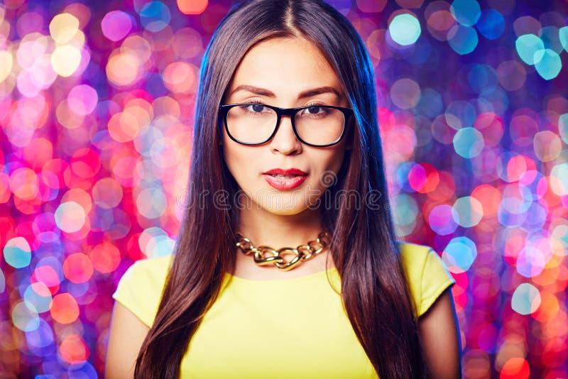 Азиатская девушка в солнечных очках стоковое фото rf