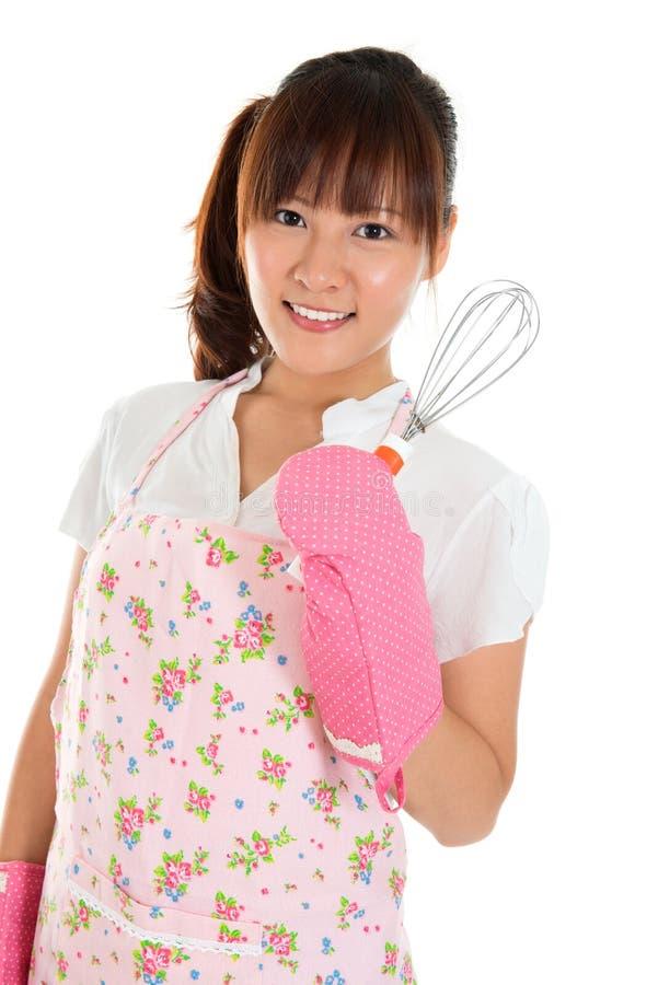 Азиатская девушка держа загонщика яичка стоковое фото rf
