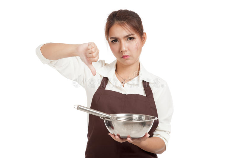 Азиатская девушка хлебопека thumbs вниз с юркнет и шар стоковое изображение