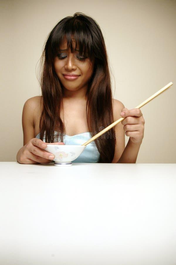 азиатская еда ненавидя ее женщину стоковое изображение