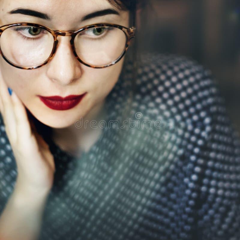 Азиатская женская ультрамодная стильная красивая концепция стоковые изображения rf
