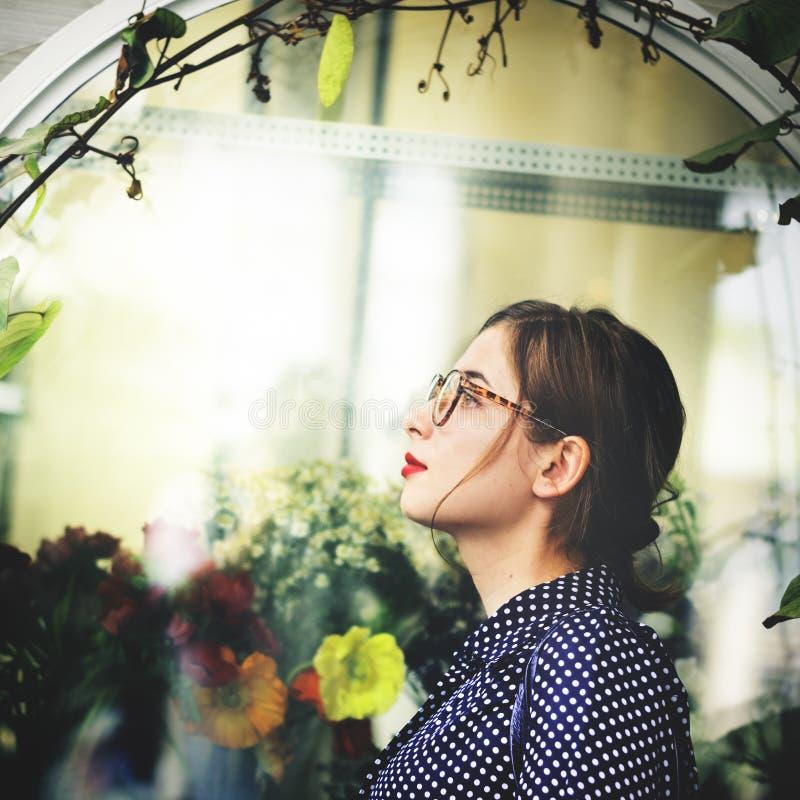 Азиатская женская ультрамодная стильная красивая концепция стоковое изображение rf