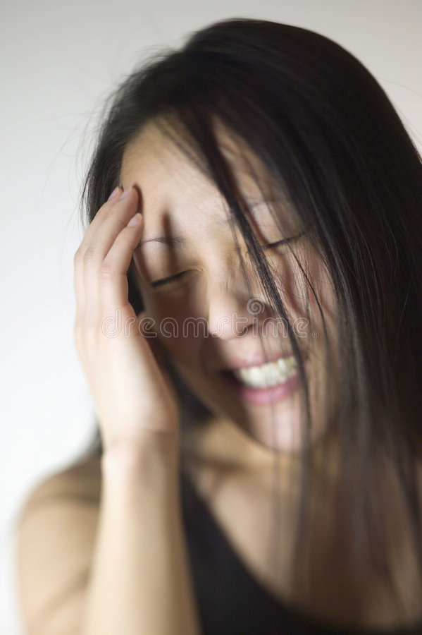 азиатская женщина головной боли стоковая фотография rf