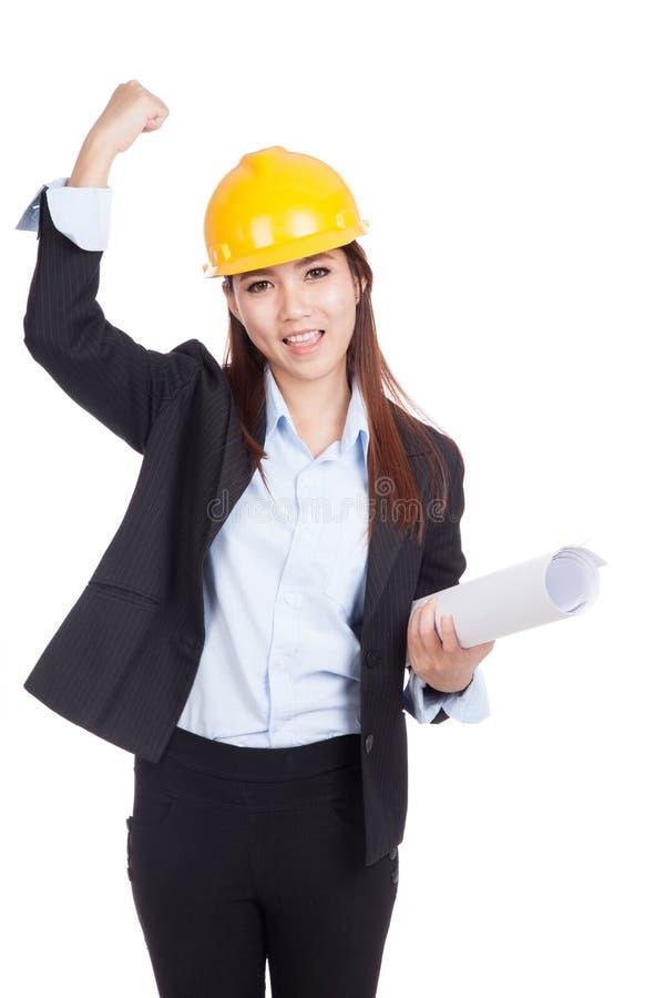 Азиатская женщина инженера счастливая с успехом стоковое изображение rf