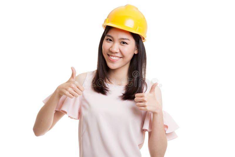 Азиатская женщина инженера thumbs вверх с обеими руками стоковое фото rf