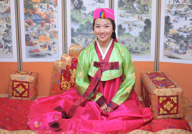 азиатская женщина hanbok девушки платья стоковые изображения rf