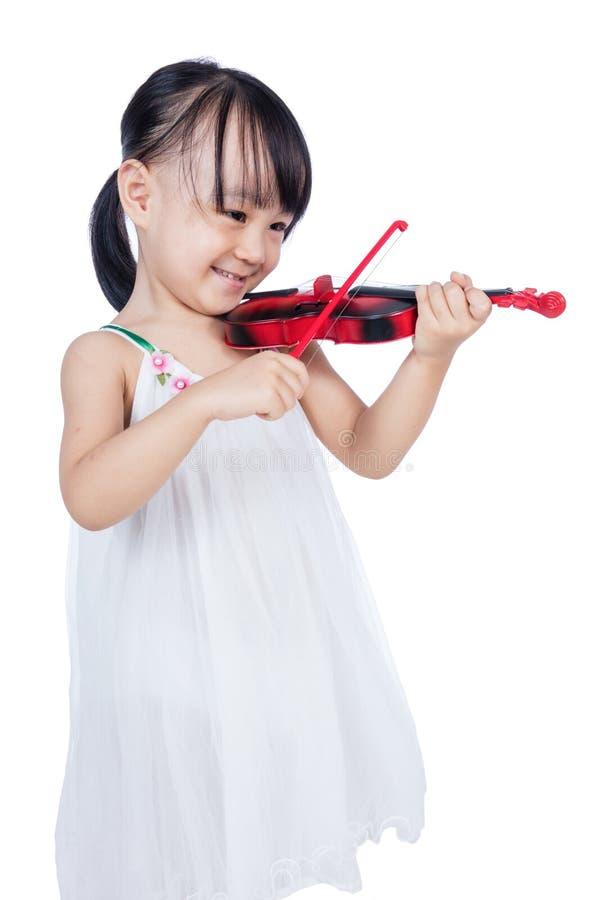 Азиатская китайская маленькая девочка играя скрипку стоковое изображение rf