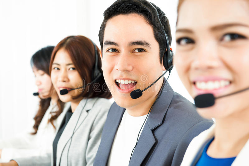 Азиатская команда телепродавца центра телефонного обслуживания стоковые изображения rf
