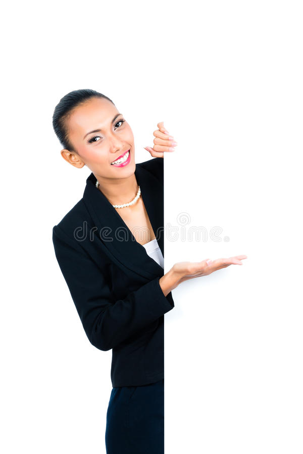 Download Азиатская коммерсантка показывая пустую белую доску Стоковое Изображение - изображение насчитывающей сеть, жест: 41663437