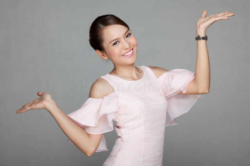 азиатская красивейшая девушка счастливая стоковое фото