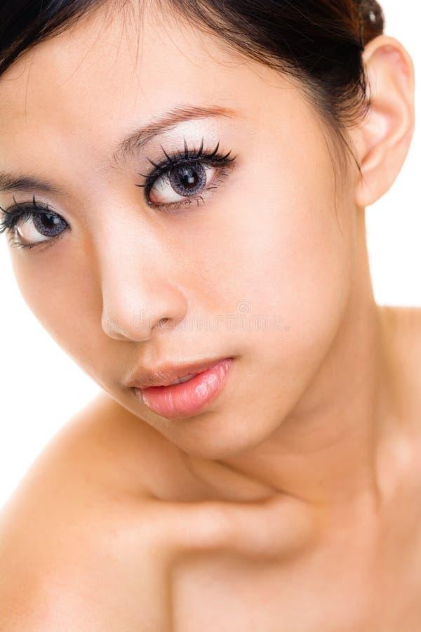 азиатская красивейшая сторона составляет женщину стоковые фотографии rf