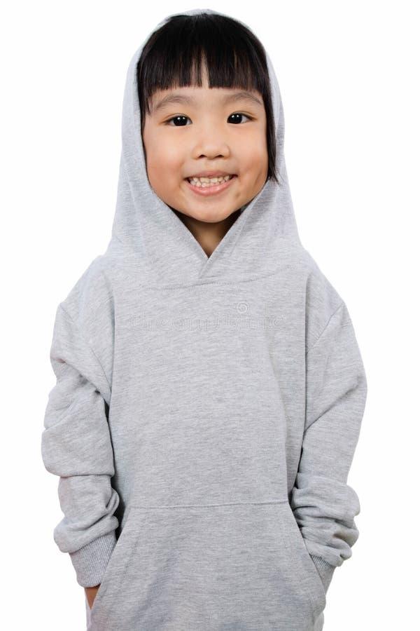 Азиатская маленькая китайская девушка нося Hoodie стоковые изображения