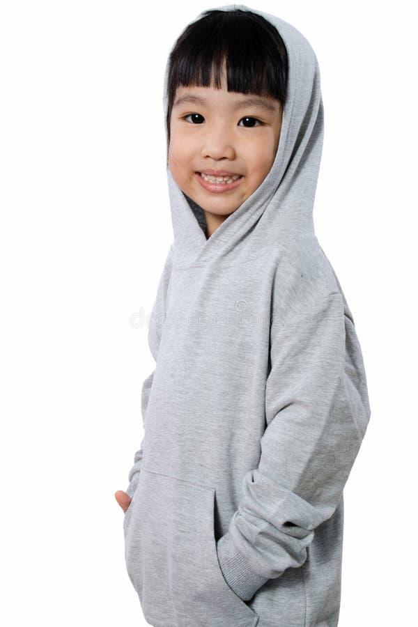 Азиатская маленькая китайская девушка нося Hoodie стоковое изображение