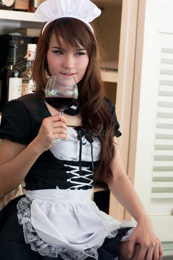 азиатская милая официантка стоковая фотография rf