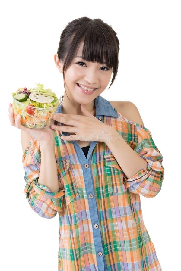 Азиатская милая женщина с салатом стоковые фото