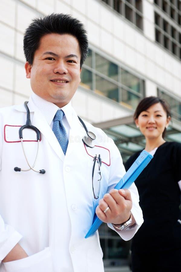 азиатская нюна доктора предпосылки стоковое фото rf