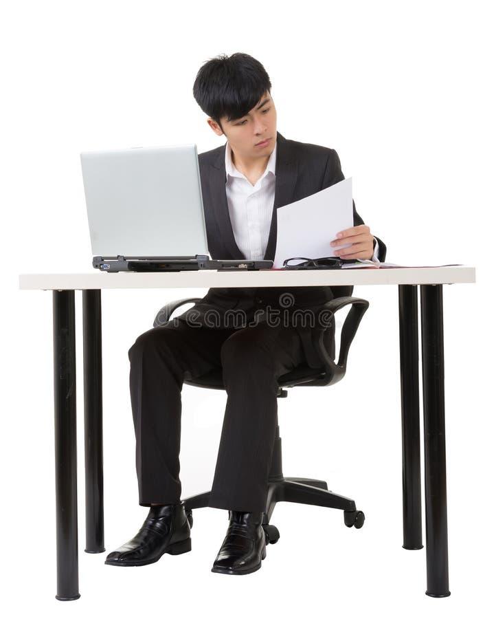 Азиатская работа бизнесмена стоковое изображение rf
