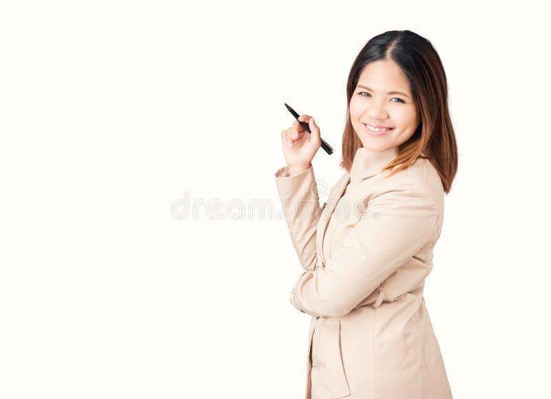 Азиатская ручка удерживания коммерсантки стоковая фотография rf