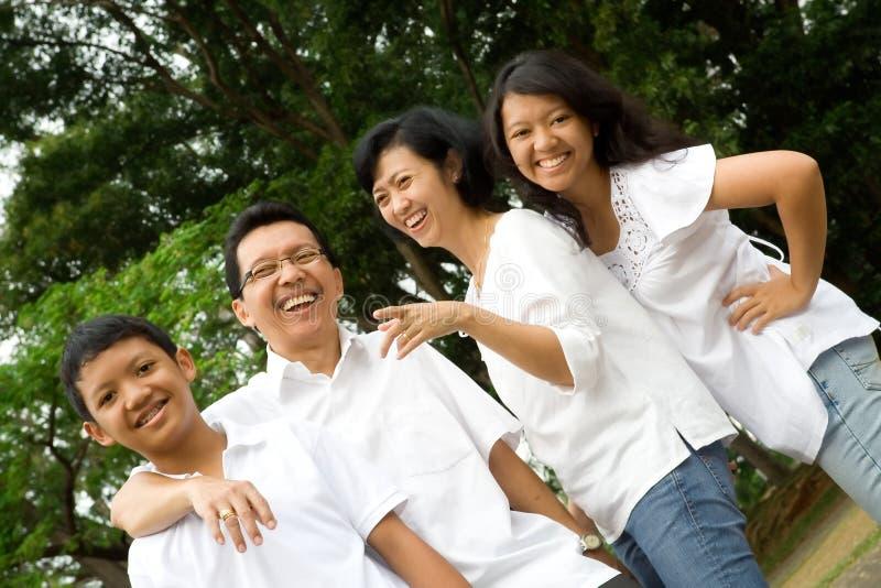 азиатская семья счастливая стоковая фотография rf