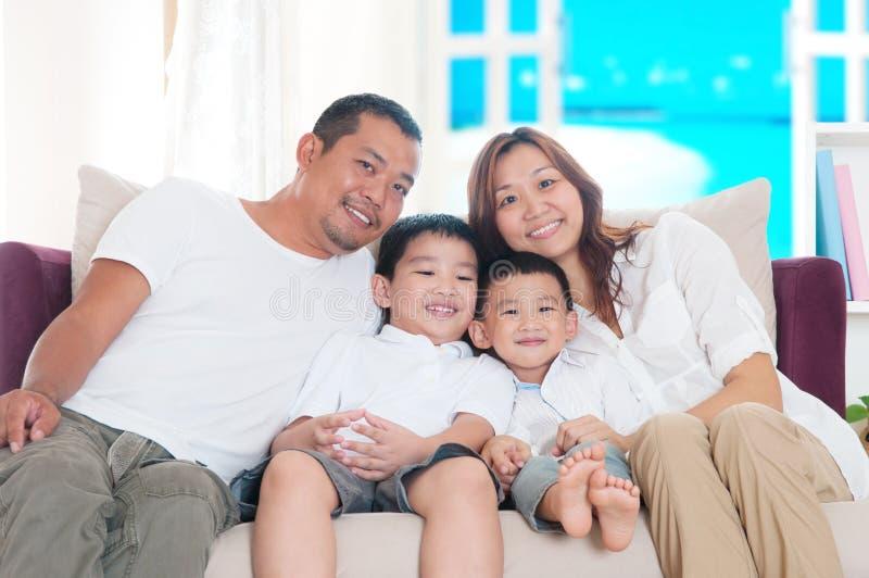 азиатская семья стоковое изображение