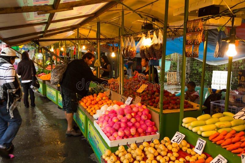 Азиатская стойка плодоовощ улицы стоковое изображение rf