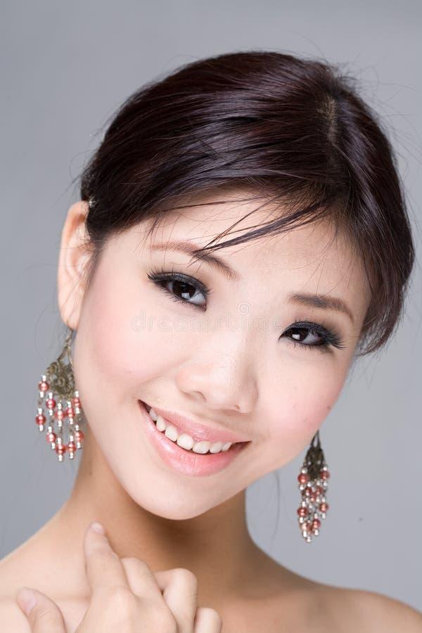 азиатская усмешка красотки стоковое изображение rf
