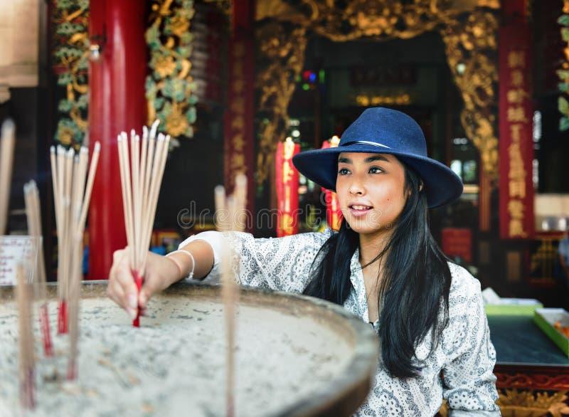 Азиатская этничность верит спокойной вскользь концепции города лета стоковое изображение