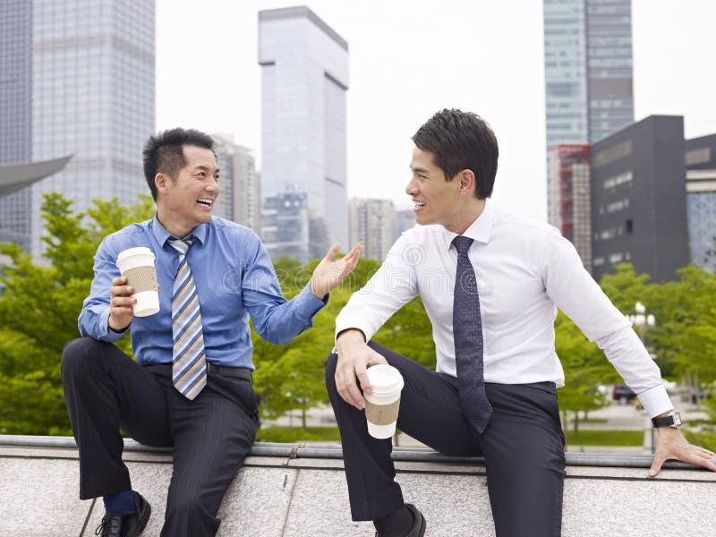 азиатские бизнесмены стоковые изображения rf