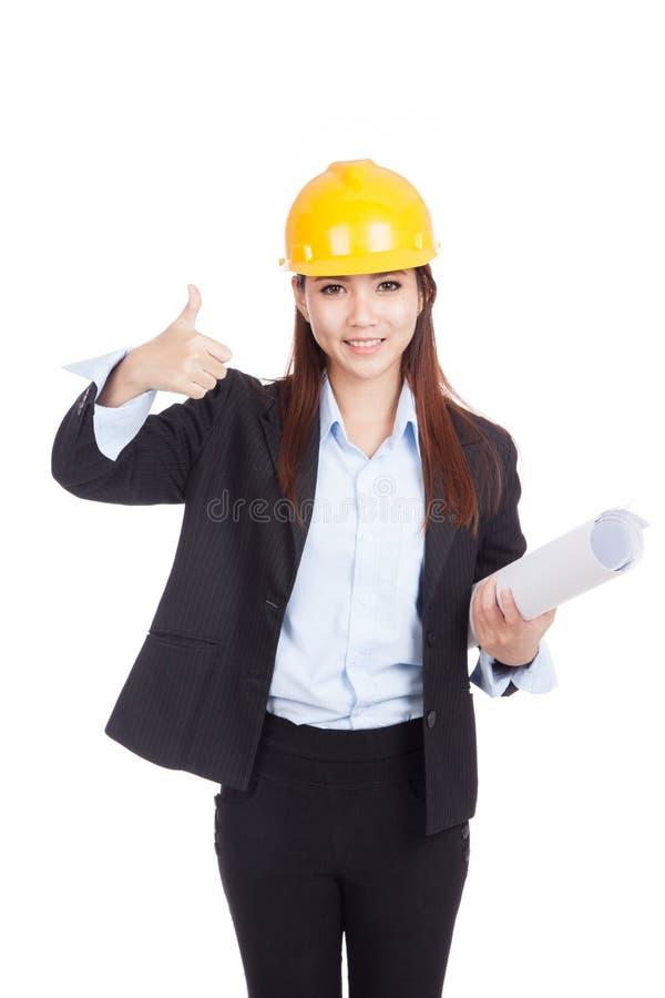 Азиатские большие пальцы руки женщины инженера вверх с светокопиями стоковое фото rf