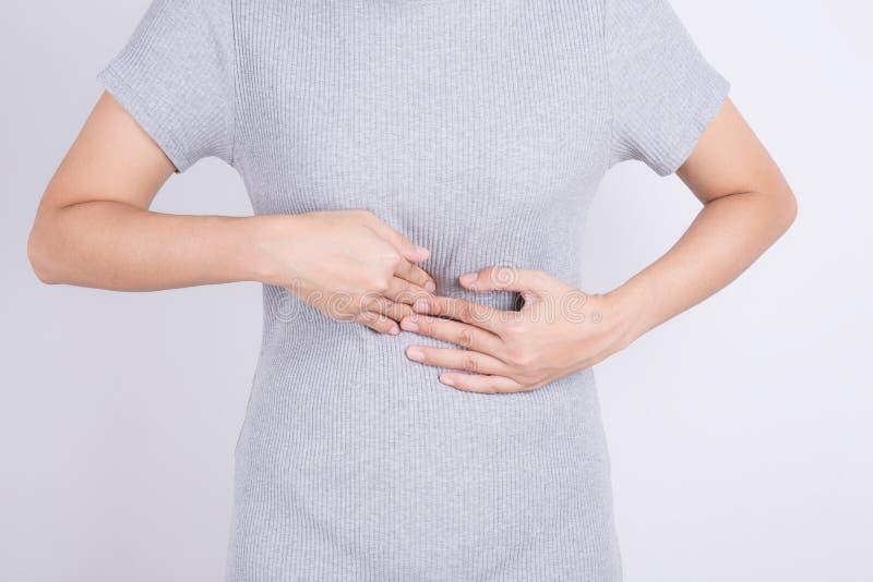 Азиатские женщины имеют боль от гастрита, здоровья и медицинского concep стоковая фотография