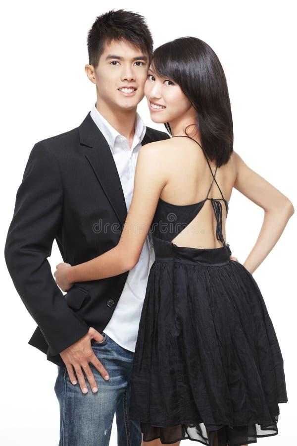 азиатские китайские пары датируют романтичных детенышей стоковые фотографии rf