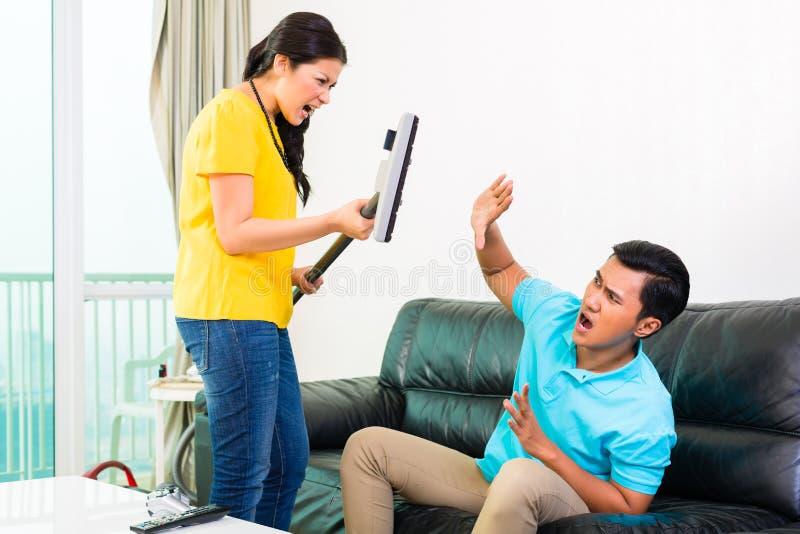 Download Азиатские пары имея затруднения отношения Стоковое Фото - изображение насчитывающей афоризмов, колебаться: 40585774