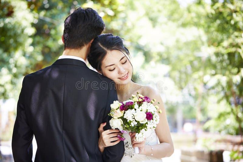 Азиатские пары получая пожененный стоковое изображение rf