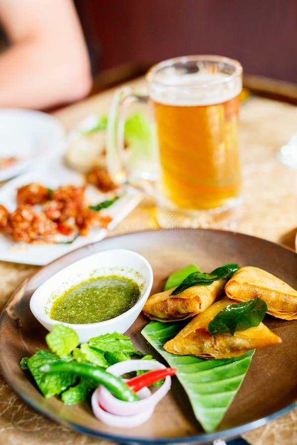 Азиатские пищевые самосы стоковая фотография rf