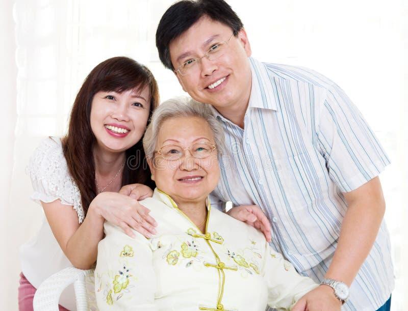 Азиатские старшие женщина и дети стоковое фото rf