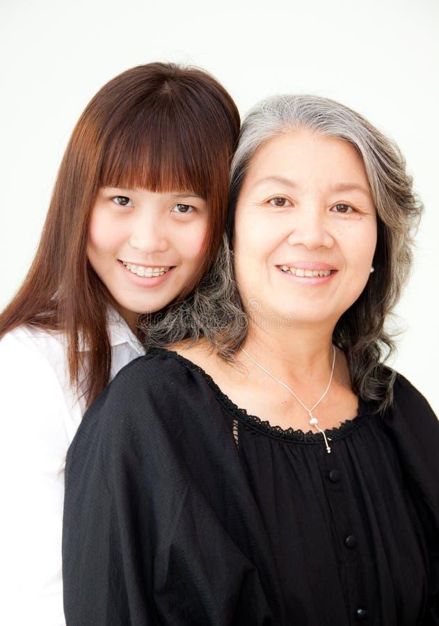 азиатские старшие женщины молодые стоковые фотографии rf