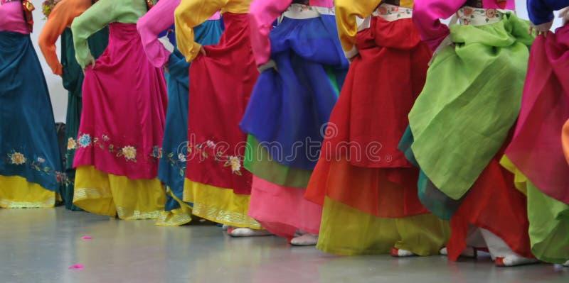 азиатские танцоры стоковое изображение rf