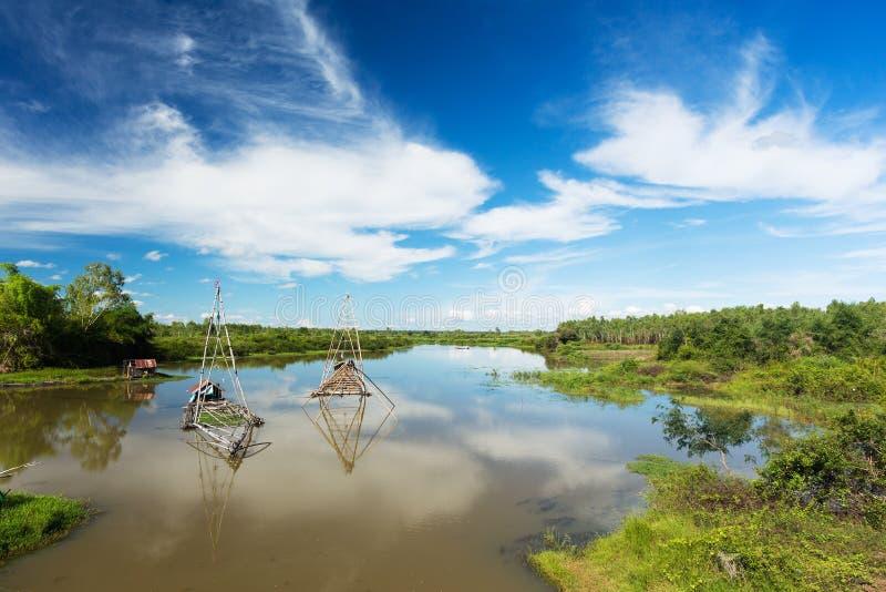 Download Азиатский ландшафт с рыбацкой лодкой Стоковое Изображение - изображение насчитывающей outdoors, рыболовство: 33738653