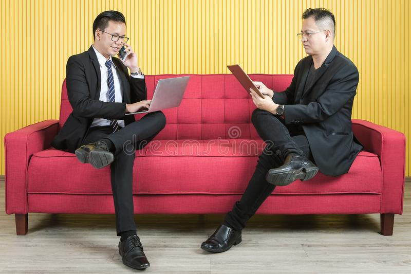 Азиатский бизнесмен на офисе стоковое фото rf