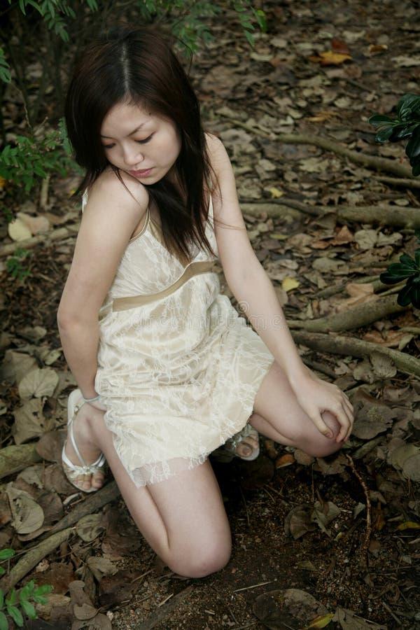 азиатский вниз смотреть девушки стоковые изображения