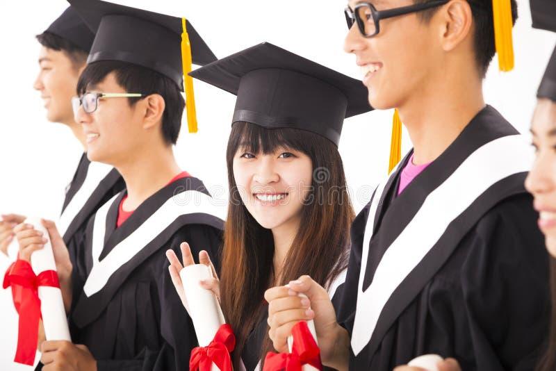 Азиатский женский выпускник колледжа на градации с классом стоковые фотографии rf