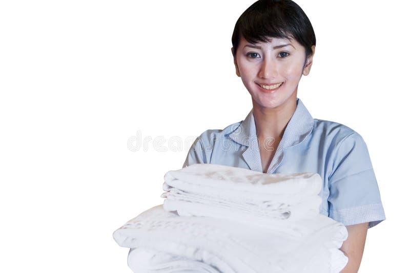 Азиатский женский уборщик держа листы на белизне стоковая фотография